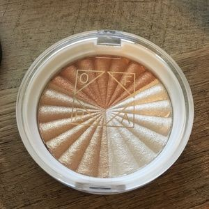 Brand new Ofra Nikkitutorials Everglow Highlighter